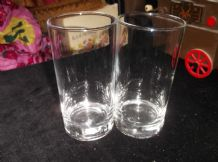 2 X ELEGANT THICK BASE GLASS TUMBLERS WITH UV BLUE WHITE GLOW HALF PINT 5""